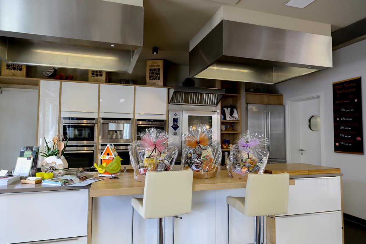 atelier de cuisine ecole de cuisine atelier de cuisine. Black Bedroom Furniture Sets. Home Design Ideas